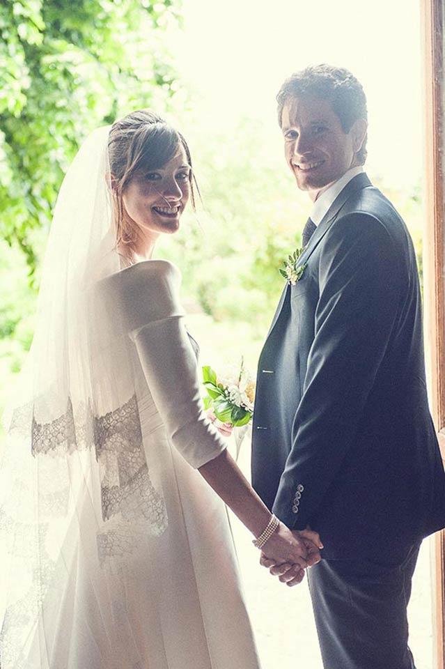 gli sposi mano nella mano fotografati dal fotografo di matrimonio Alessandro Lucioni
