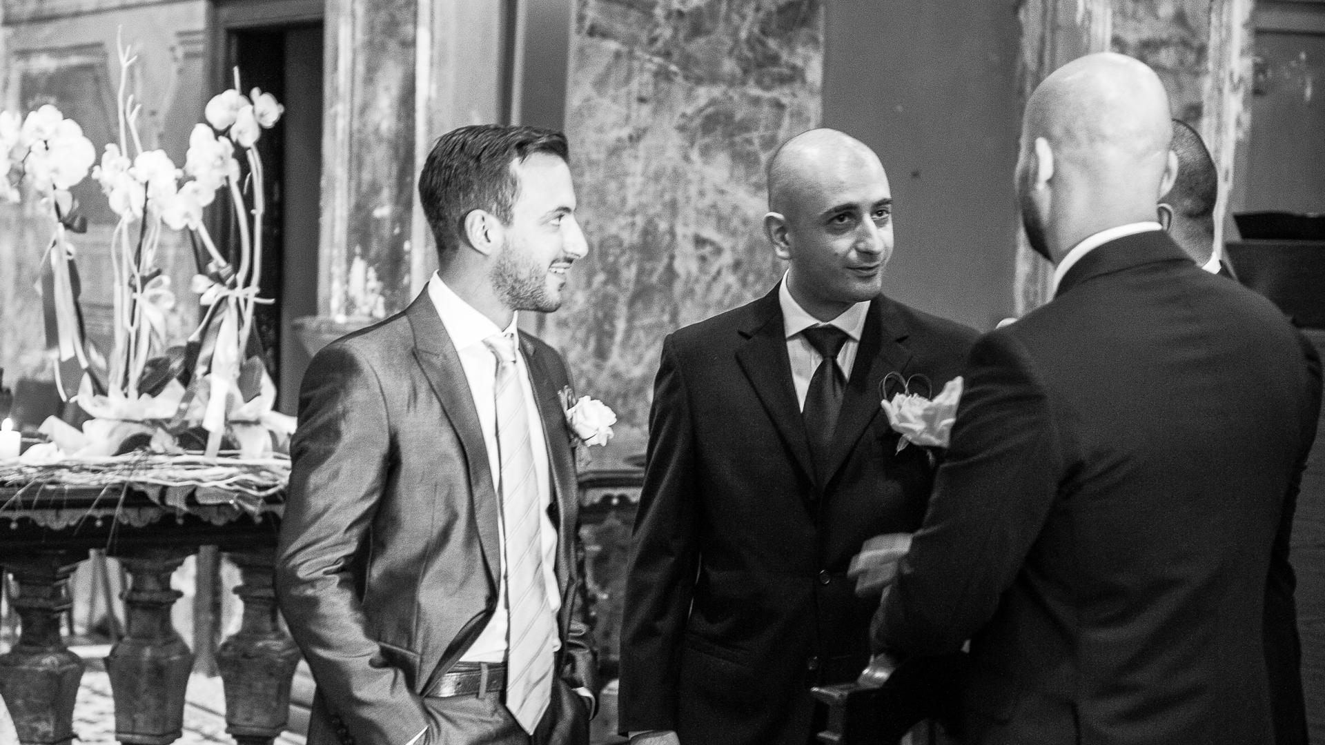 Lo-sposo-in-attesa-fotografo-magenta