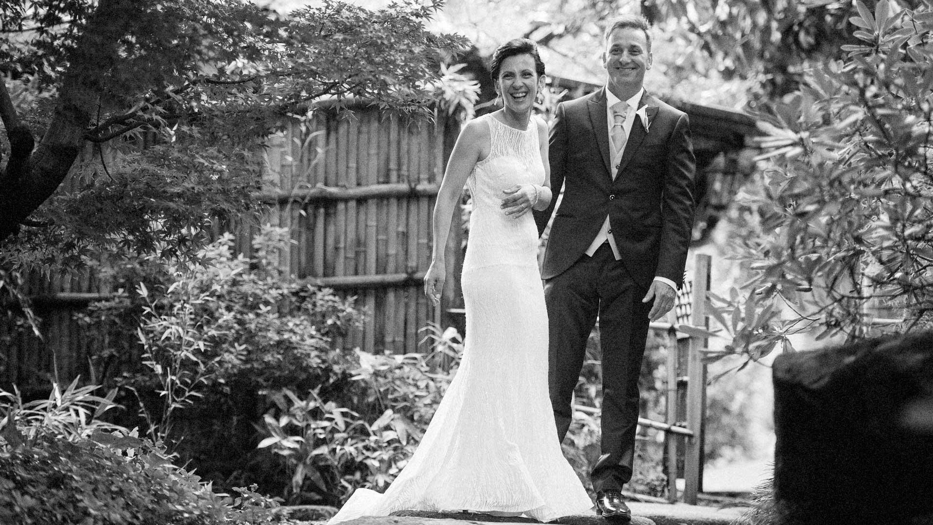 Gli sposi nel giardino Giapponese di villa Paradeisos a Varese