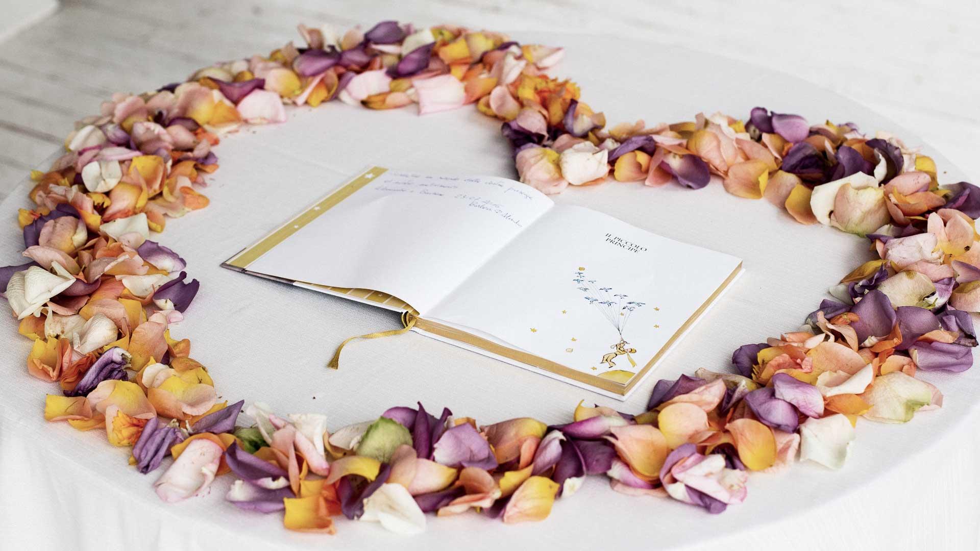 Il libro per gli ospiti alle nozze