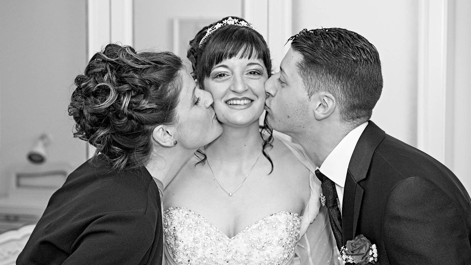 Baci dei fratelli della sposa